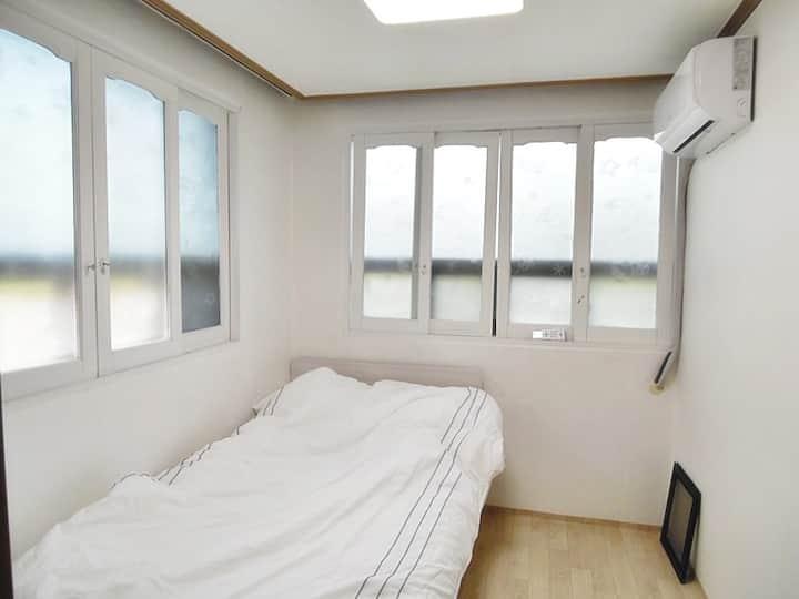 Single room for women near Korea and Hankuk Uni