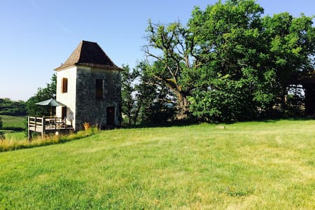 Romantic tower in deep countryside - Hus