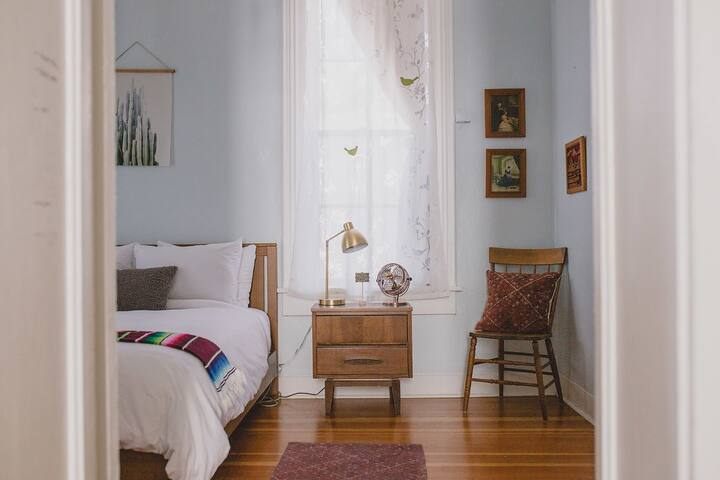 ★ Casa Nopal Downtown ♡ Family Friendly, Queen Bed
