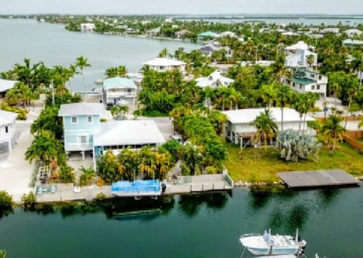 Beautiful home  on swim canal . 20 min to key west