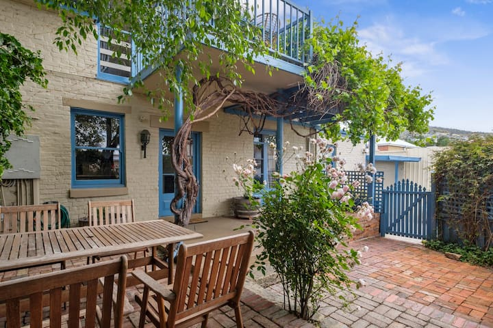 DAVEY ST HERITAGE COTTAGE-Walk to CBD & Salamanca