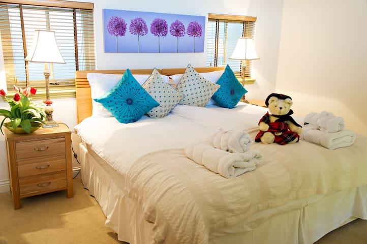 Super comfy king size bedroom upper floor