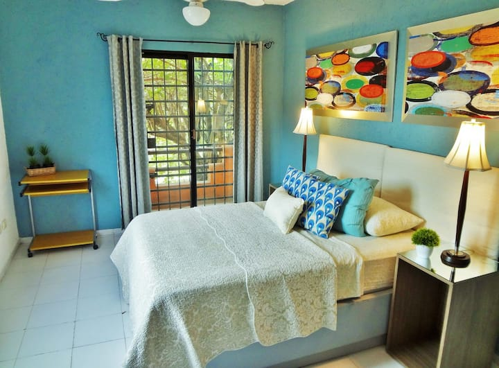 *DESIGNER Private Bedroom in LARGE house, centro