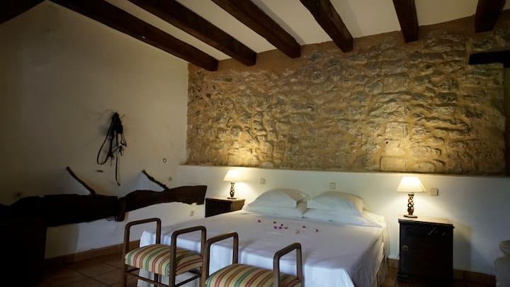 Beautiful Room in traditional Mallorcan Finca