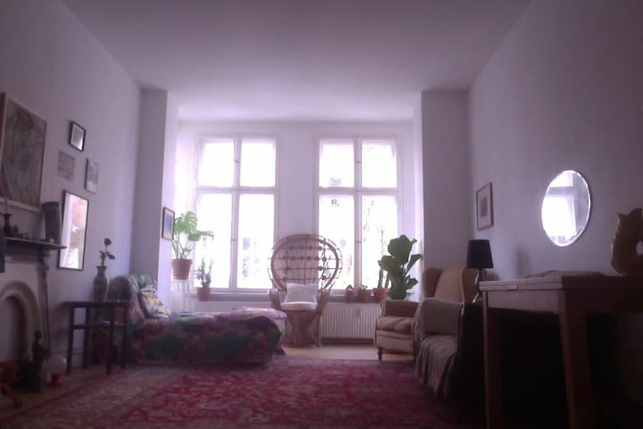 Sunny & big flat in Wrangelkiez ideal for a family