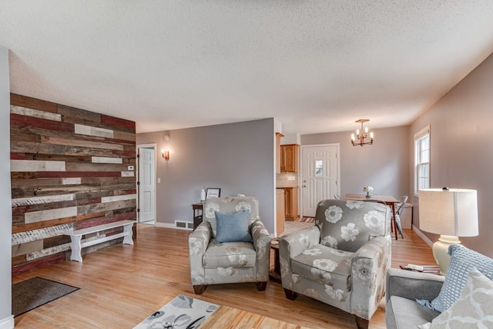 Stylish Blue door house in Tangletown 4bd/3 bth