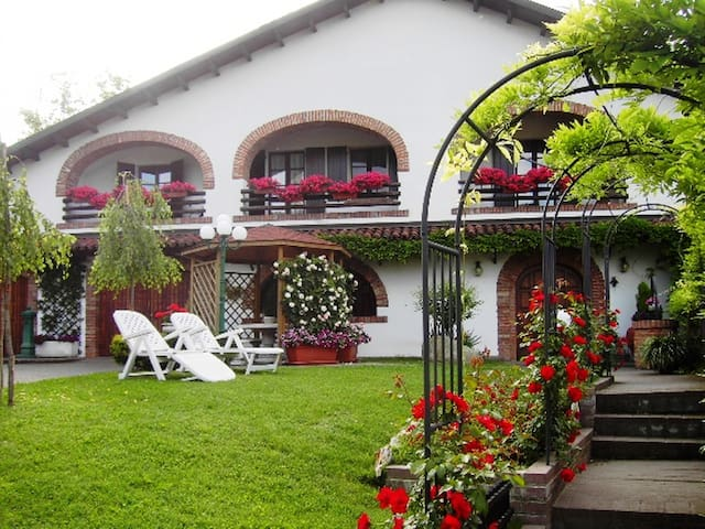 "B&B Olimpia ""Monferrato e relax"" - San Salvatore Monferrato - Bed & Breakfast"