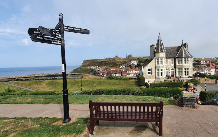 Luxury Apartment in Whitby great location