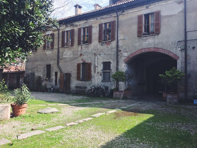 Lovely and quiet place near Navigli - Milaan - Huis