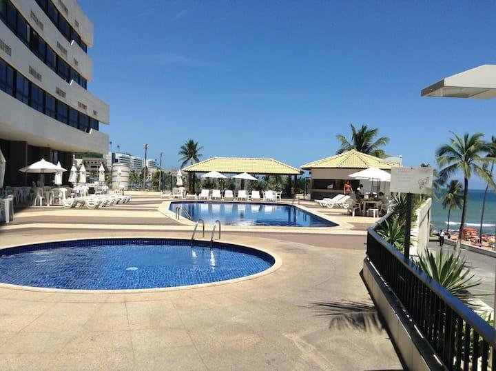 Flat Moderno. Serviços de Hotel e Acesso a Praia