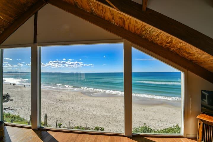 Beaumonts Apartment -  beachfront, surf & central