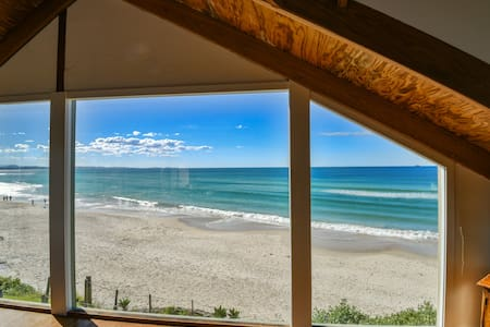 Beaumonts Apartment -  beachfront, surf & Netflix