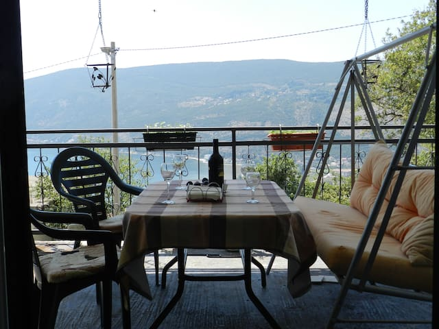 Hilltop Sea View Apartment - Sušćepan - Departamento
