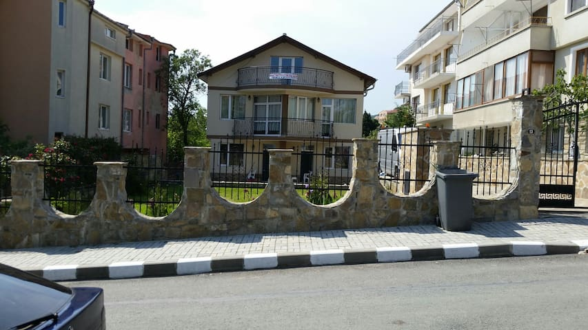 1 to 4 person apartamets - Sveti Vlas