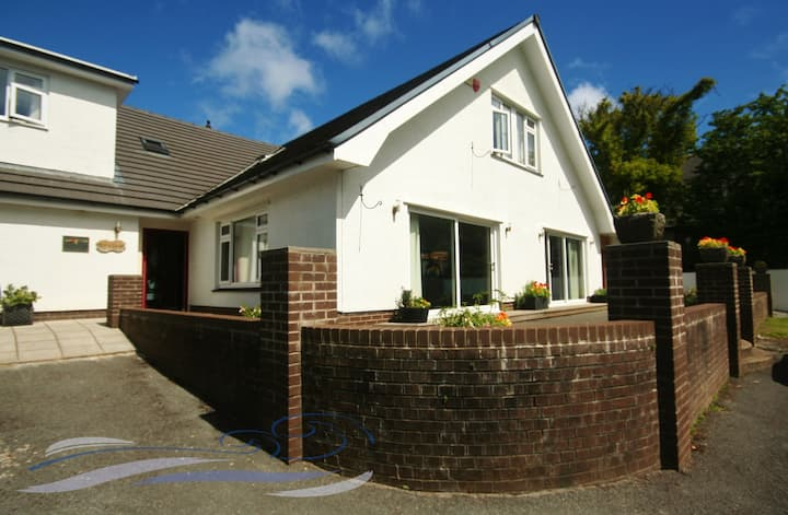 Ael Y Bryn - Caswell. Spacious 6 bedroom home.