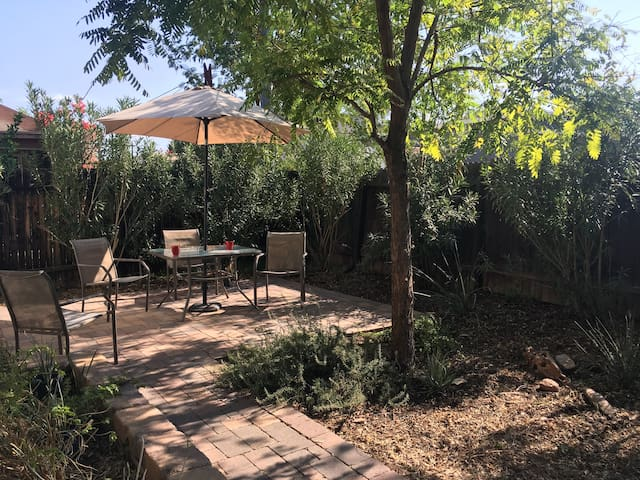 Mid-town Casita with Private Patio