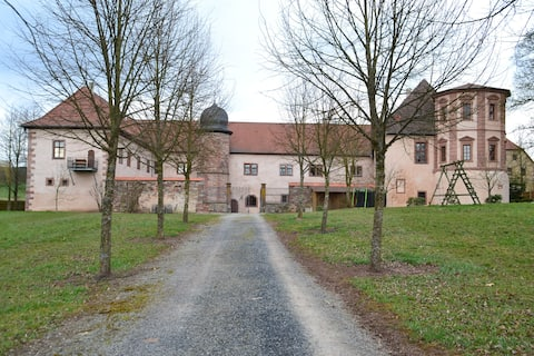Schloss Waizenbach, 2 FeWos für 9 Gäste