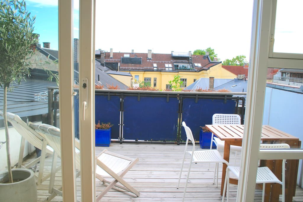 Private rooftop terrace - sunny all day!