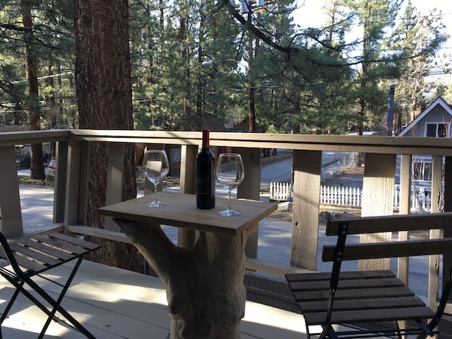 ROMANTIC BIG BEAR TERRACE CABIN 2 bed 2 bath &yard