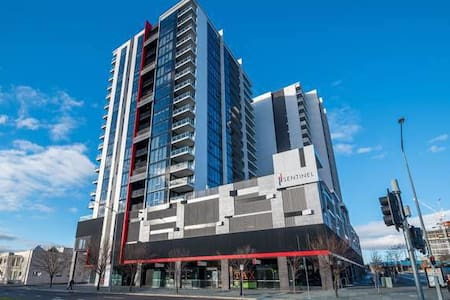 Town center luxury secured apartment with lakeview - Belconnen