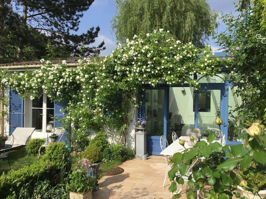 Terrasse avec mobilier de jardin