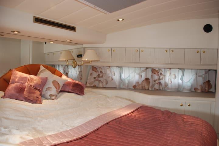 Comfort-room LuxeMotorJacht Amelia