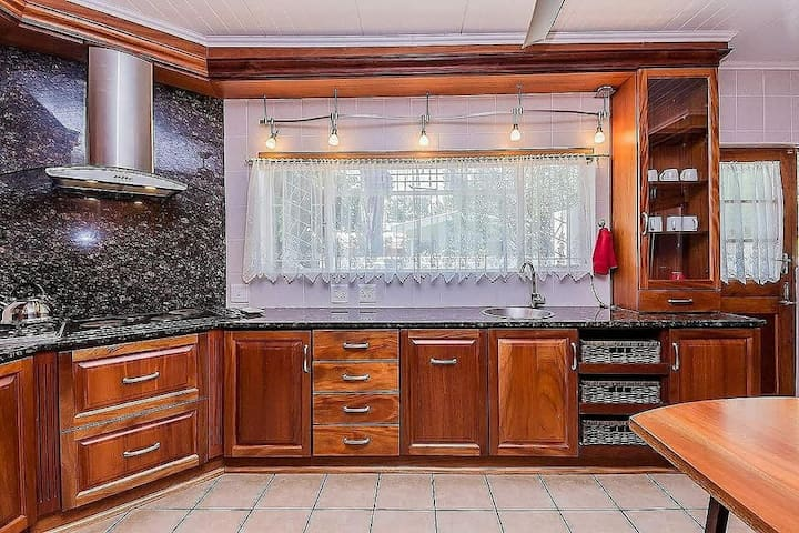 Mahogany Kitchen with Granite Tops, 4 Plate Stove with 2 Gas Hob, Extractor Fan, Oven, Microwave, Toaster, Double Fridge Freezer and Top Loader washing machine
