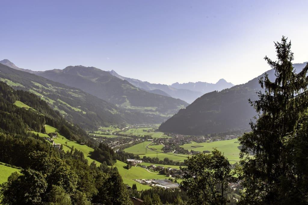 Panoramablick aufs Zillertal