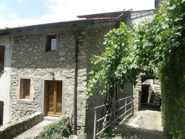 Casa Vico - a charming holiday home in Tuscany - Bagnone - House