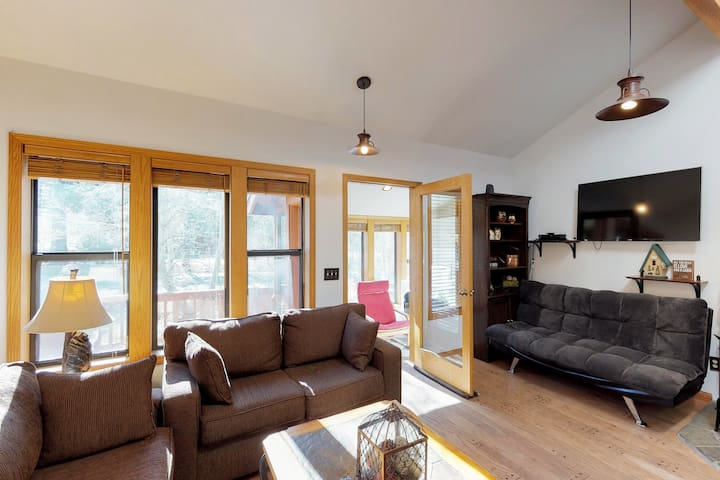Convenient townhome located close to hiking, fishing, skiing, and outdoor fun!