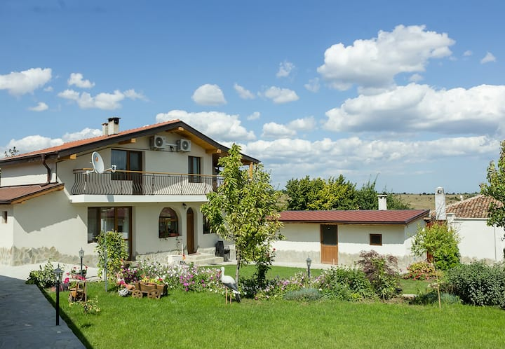 Traditional Bulgarian House + pool, sauna & garden