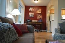 *Detroit Coffee Haus| Fast WiFi | 4K TV