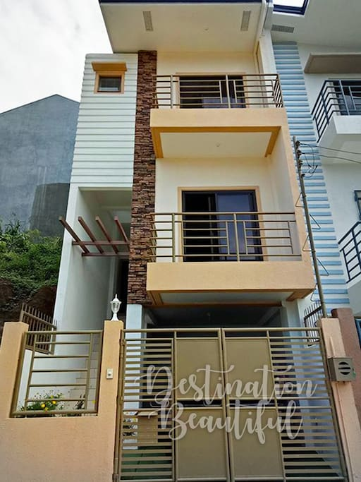 A 3-Storey newly built house with garage overlooking the La Presa Mountain