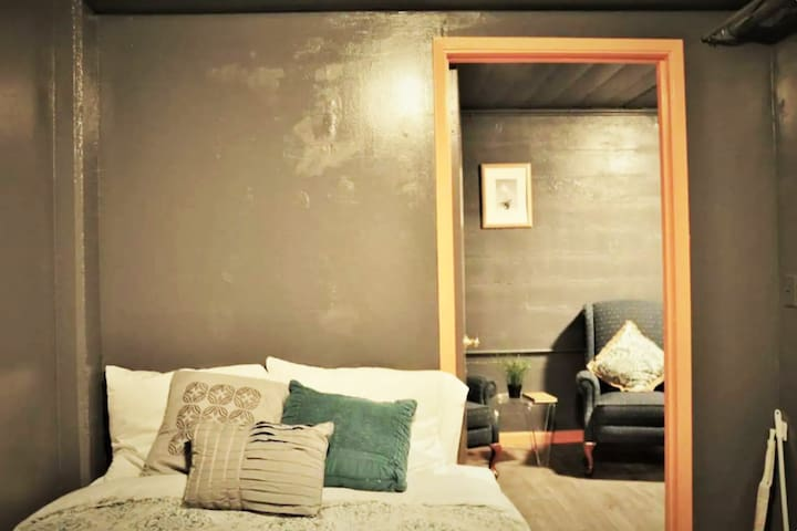 Chic Private Room/Bathroom with FREE Breakfast!