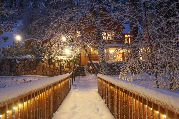 """BURNT MILL CANYON COTTAGE, ROMANTIC, """"JUST FOR 2"""""""