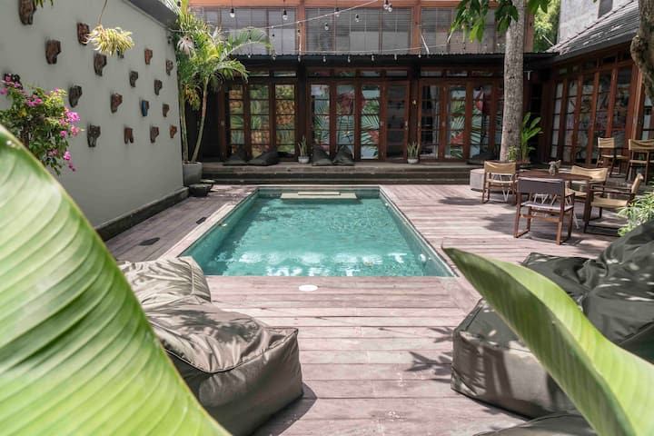 b21 Superb shared room in Seminyak close to Beach