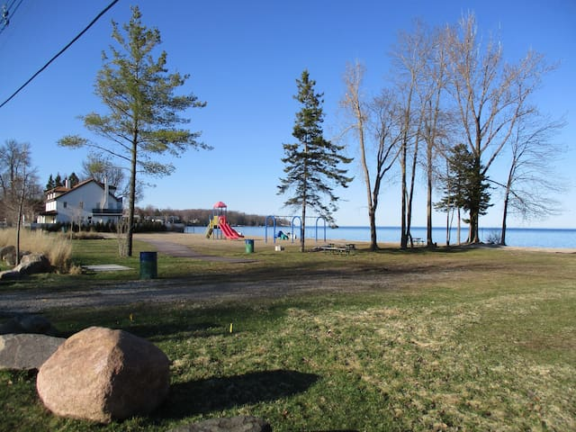 """""""Fond of View"""" Cottage Lake Simcoe - Innisfil - Chalet"""