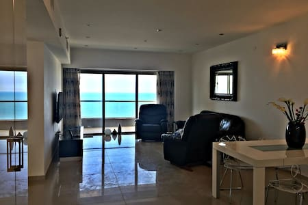Super Luxury, Sea View, Family-Ready - Netanya - Appartement