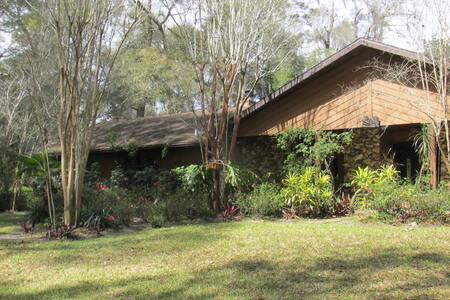 Beautifully situated, very private pool home - DeLand - Dom