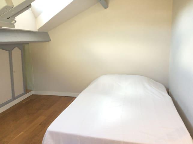 Chambre avec accès privé St-Quentin-en-Yvelines
