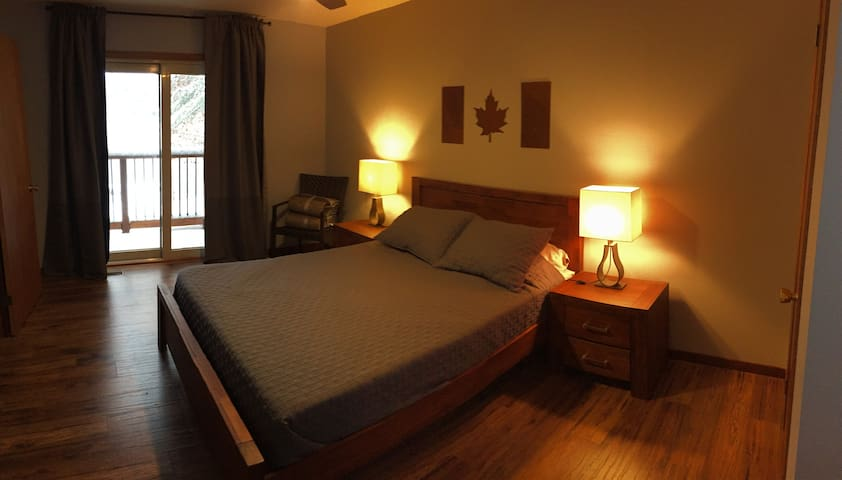 Bedroom 2 ( top floor) Queen Size Bed