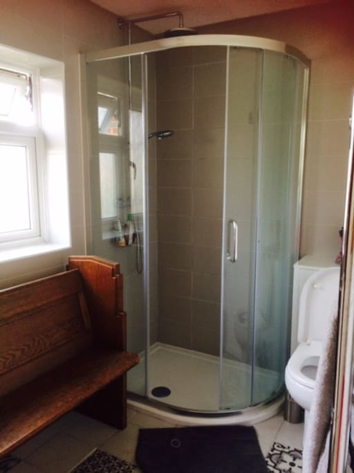 En-suite shower room with power shower (towels provided)