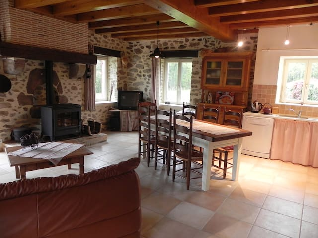 French gite with pool and hot-tub - Abjat-sur-Bandiat - Casa