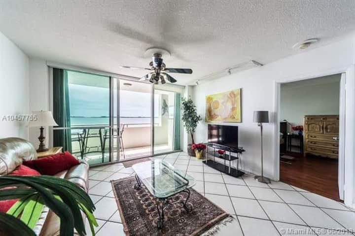 Sharing apartment Brickell Island