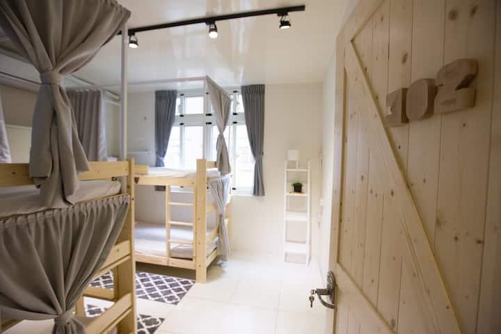 KM hostel - 嘉義 距離背包客棧 - 混合四人背包房的一張單人床(上下舖)