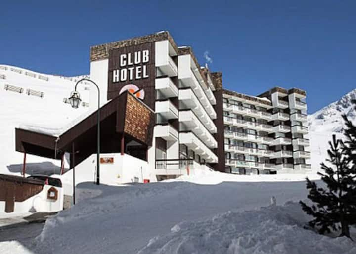 "Val Thorens: ""Ski-in Ski-out"" modern ski apartment"