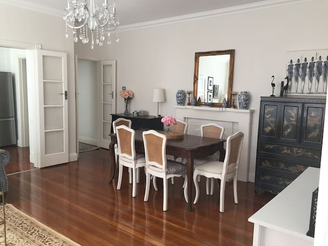 Light, Bright, Charming Art Deco Oasis Double Bay - Double Bay - Apartmen