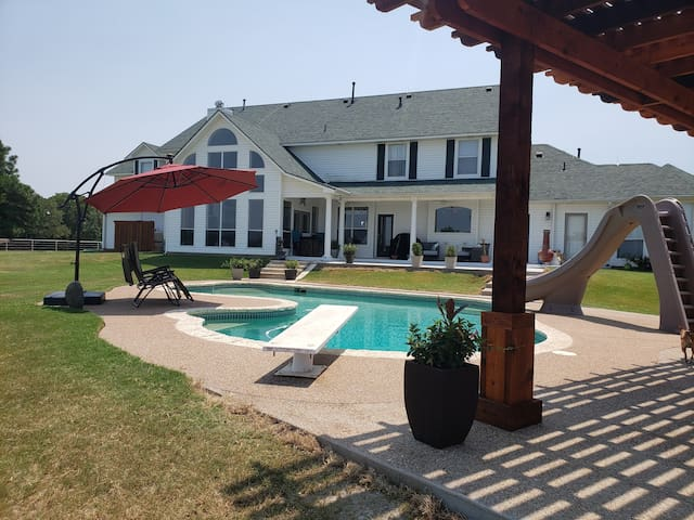 Madewell Manor - Country B&B in horse country USA