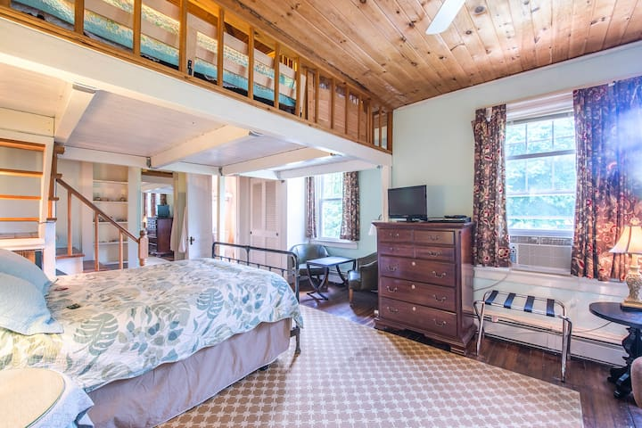 1885 Beautiful Victorian, private room, charm - Narragansett - Bed & Breakfast