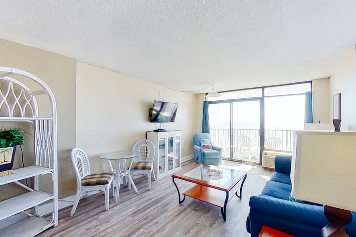 9th Floor Ocean View Snowbird Friendly Studio w/ WiFi, Shared Pool/Hot Tub, W/D